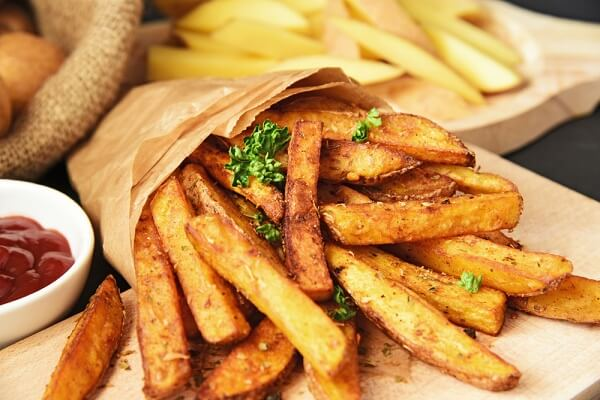 The browning reaction of homemade french fries crispy
